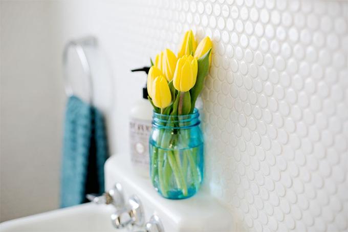 Ideias de decoração para o banheiro amarelo e muitas flores  Casinha Arrumada -> Decoracao De Banheiro Amarelo