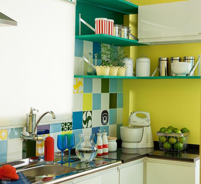 decoracao cozinha e copa:Cozinha azul, verde e amarela: decoração no clima da Copa do Mundo