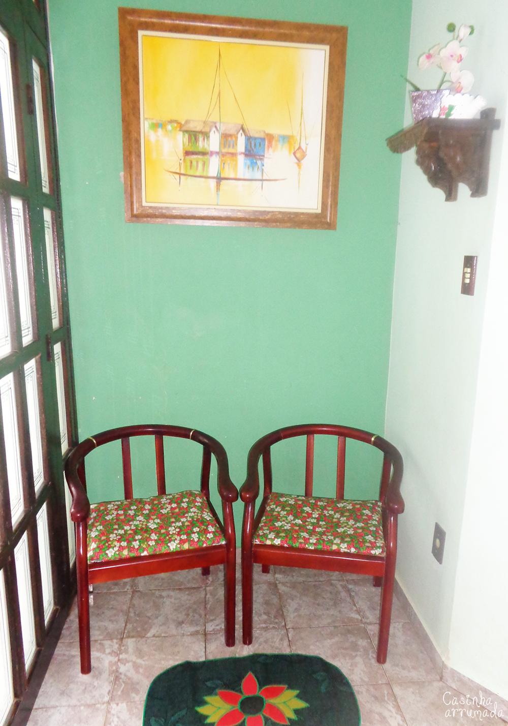 transformando cadeiras velhas com tecido 7