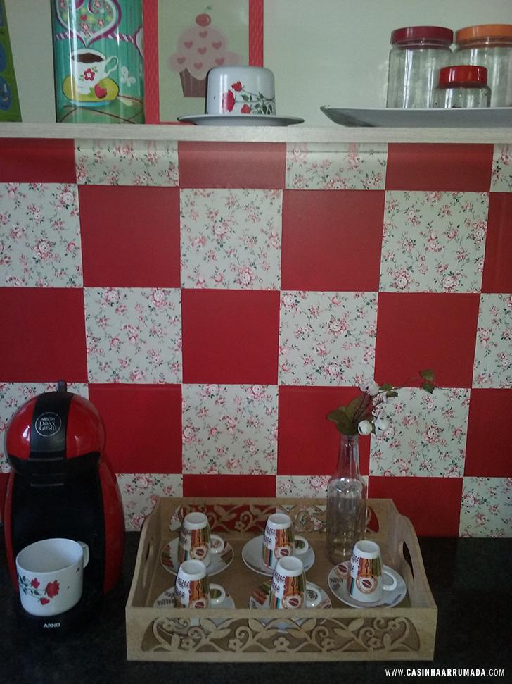 Decorando a parede da cozinha com papel contact 2