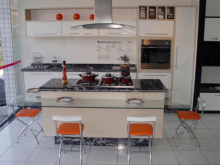 cozinha planejada espaçosa