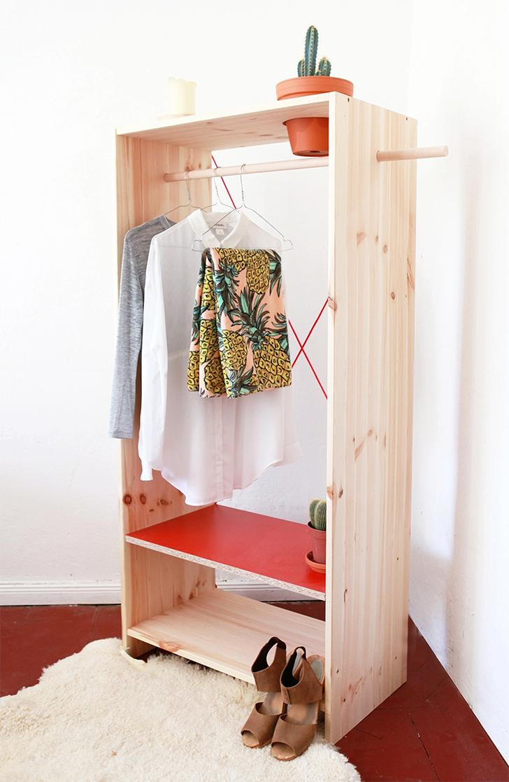 10 inspirações de closets pequenos, charmosos e baratinhos (que você mesma pode fazer) 1