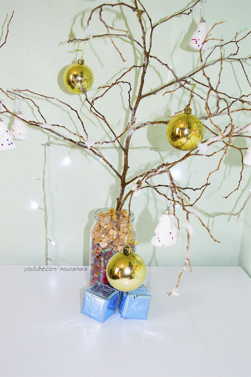 Árvore de natal com galhos secos e efeito neve 2