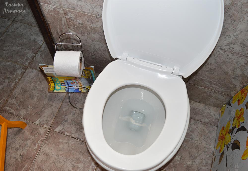 5 produtos extremamente úteis que vão ajudar você a organizar a sua casa 4 - porta-papel higiênico com revisteiro