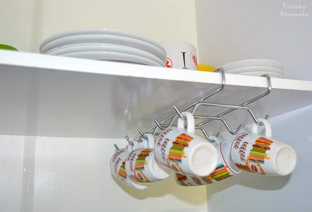 5 produtos extremamente úteis que vão ajudar você a organizar a sua casa 5 - porta xícaras de encaixe