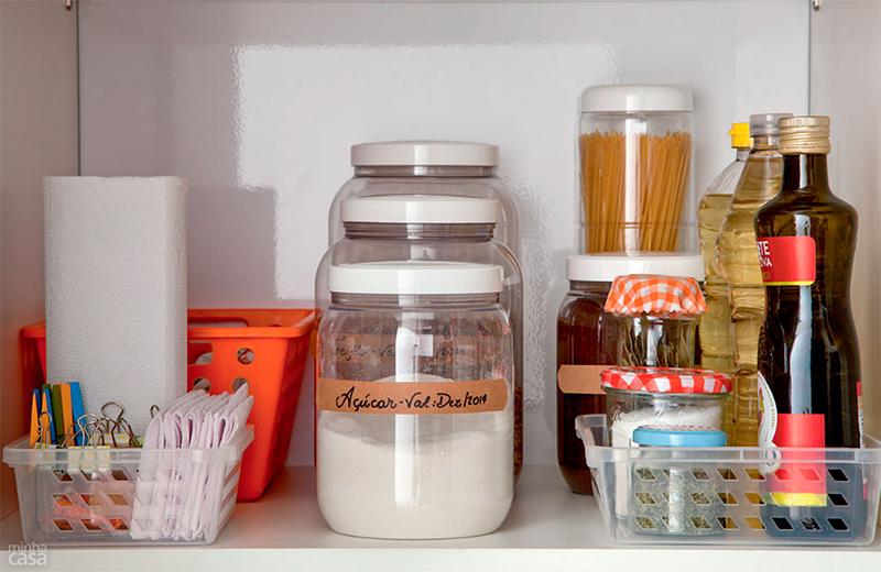 Como organizar a despensa ou o armário da cozinha  Casinha Arrumada -> Como Organizar Um Armario De Banheiro