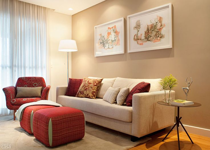 sala com sofá de 2 lugares 8