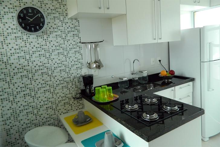 Cozinha pequena com cooktop