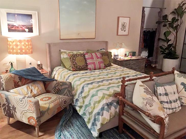 SuperGirl Kara's apartment decor 12