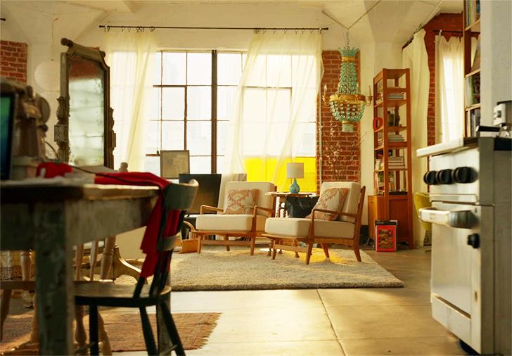 SuperGirl Kara's apartment decor 20