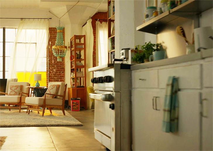 SuperGirl Kara's apartment decor 21
