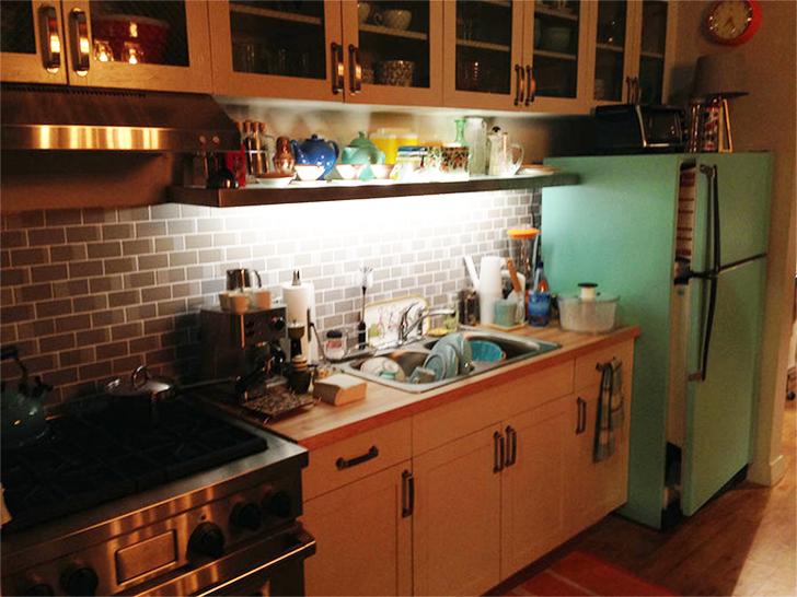 SuperGirl Kara's apartment decor 25