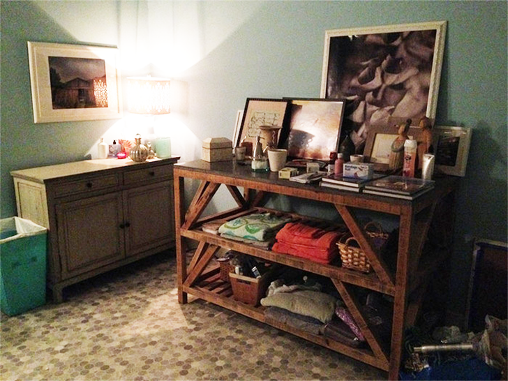 SuperGirl Kara's apartment decor 27