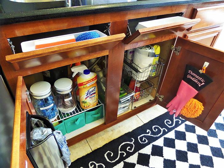 Como organizar produtos de limpeza 5