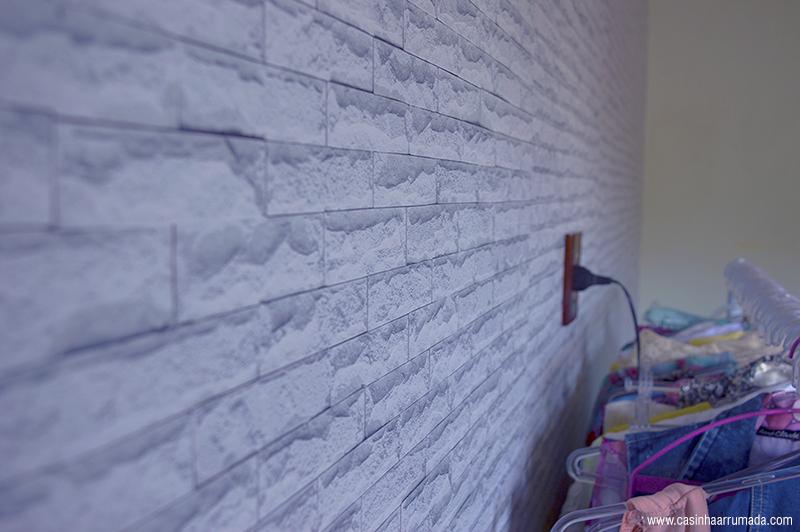 como aplicar papel de parede adesivo 6