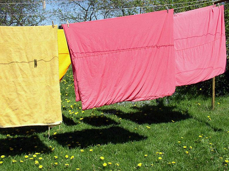 como-lavar-as-roupas-de-cama-e-banho-1