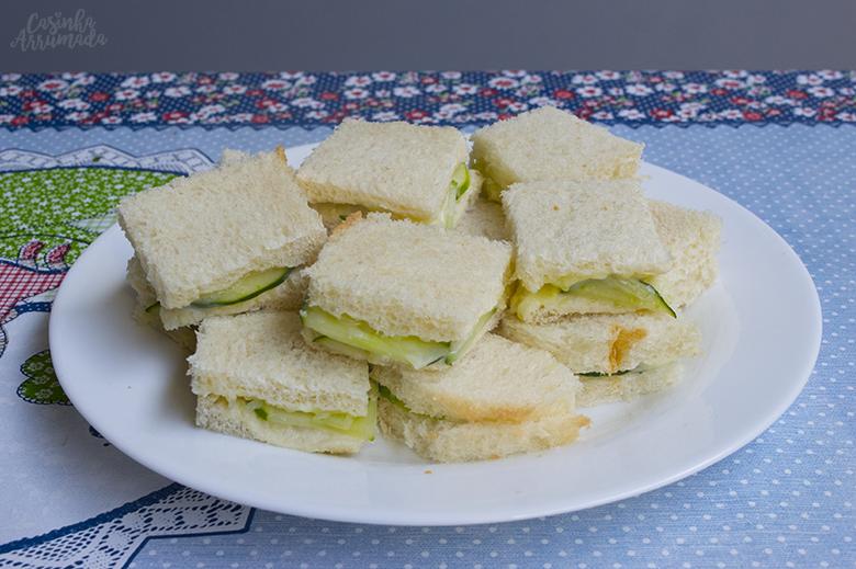 Aperitivos para receber em casa: sanduíche de pepino