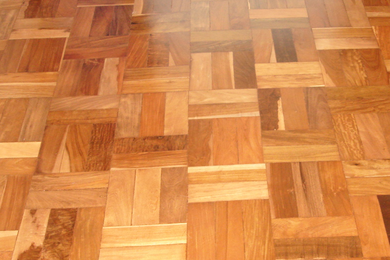 Tipo de piso de madeira escada tratada com bona for Tipos de pisos