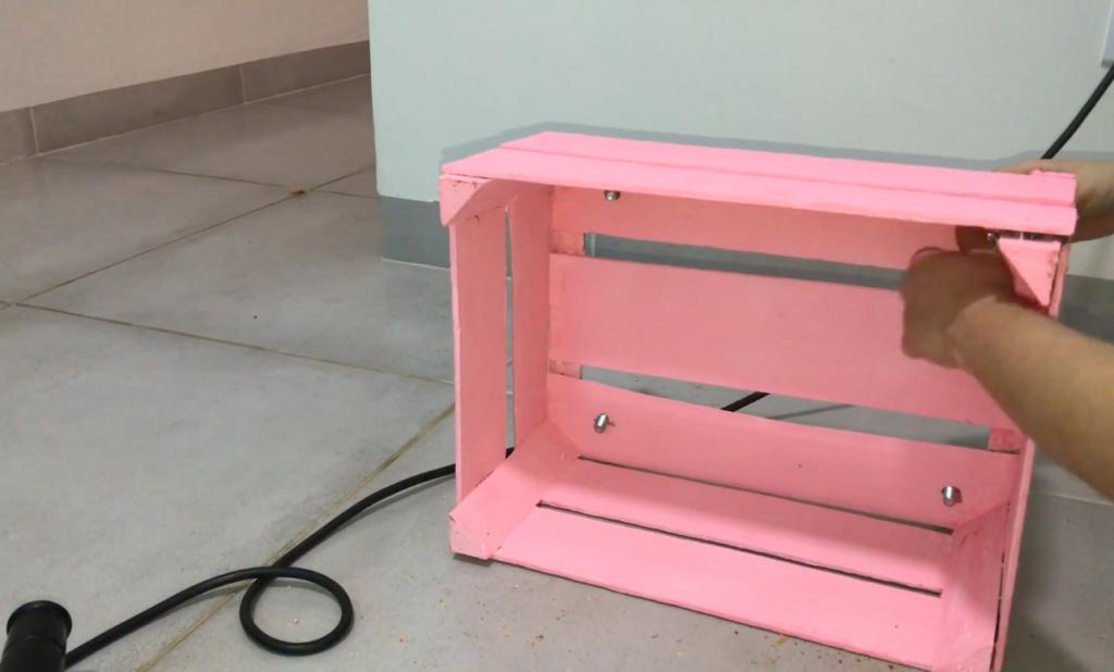 DIY Rack baratinho com caixotes de feira