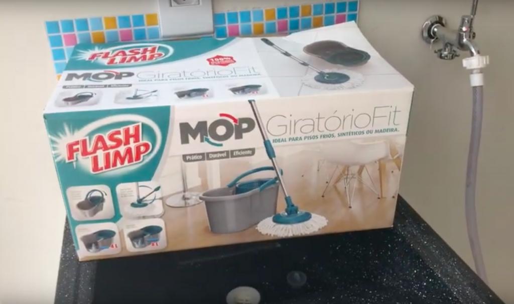 Testando utensílios e produtos de limpeza diferentes